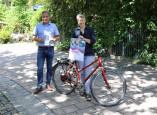Herr Bürgermeister Harscher und Frau Delia Kuhnert stellen das diesjährige Stadtradeln vor